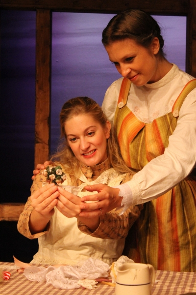 BWW Reviews: A LITTLE HOUSE CHRISTMAS is a Feel Good Holiday Show
