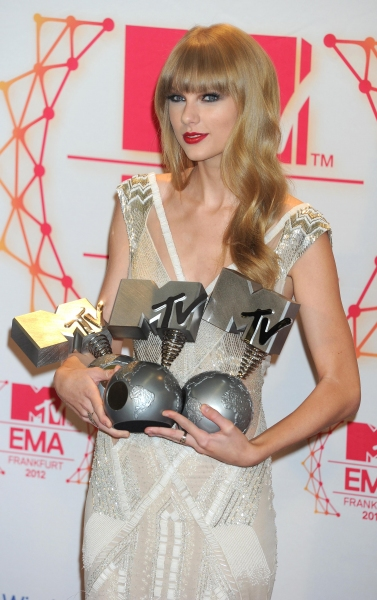 Fashion Photo of the Day 11/12/12 - Taylor Swift