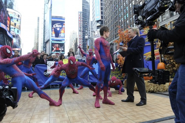 Photo Flash: Cast of SPIDER-MAN Unveils 2013-14 BC/EFA Calendar on GOOD MORNING AMERICA