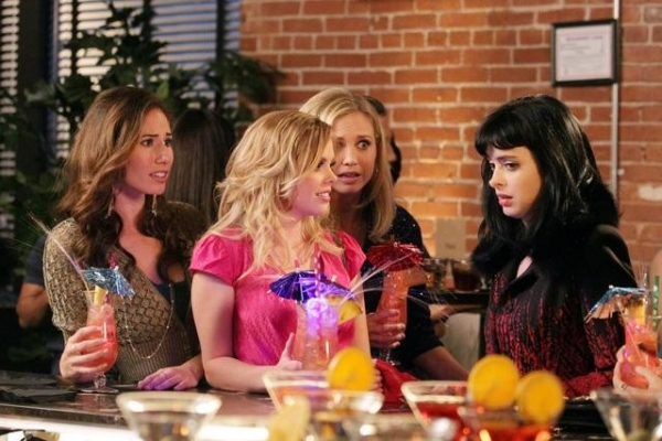 Photo Flash: DON'T TRUST THE B---- IN APARTMENT 23's 'Mean Girls...', Airs 12/11