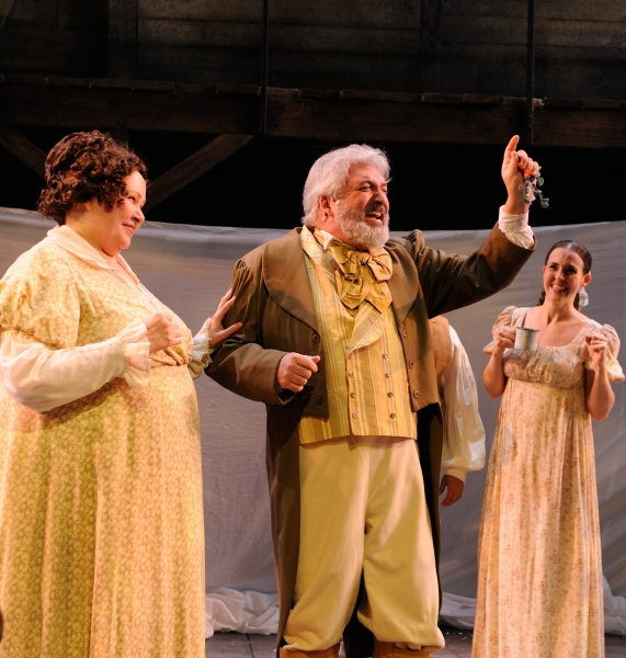 Janice Duclos as Mrs. Fezziwig, Tom Gleadow as Mr. Fezziwig and Rachael Warren