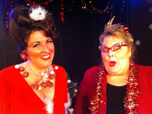 BWW Reviews: HOME FOR THE DYSFUNCTIONAL FAMILY HOLIDAYS! - Fantastically Comedic & Not Saccharine Sweet