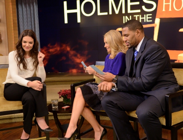 Photo Flash: DEAD ACCOUNTS' Katie Holmes Visits 'Live'