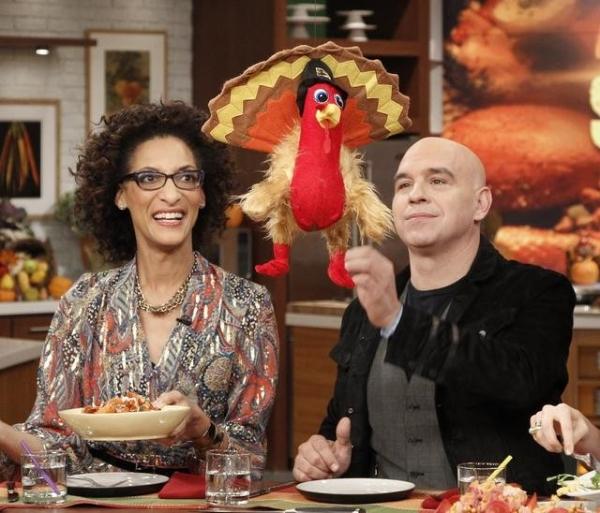 Photo Flash: First Look at THE CHEW's Thanksgiving Episode, Airs 11/21