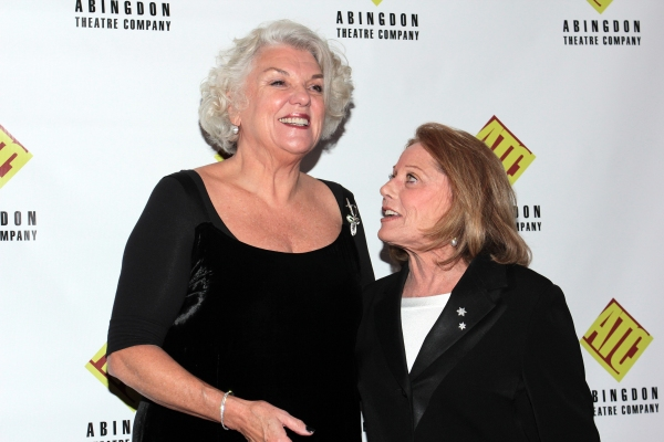 Tyne Daly, Leslie Gore