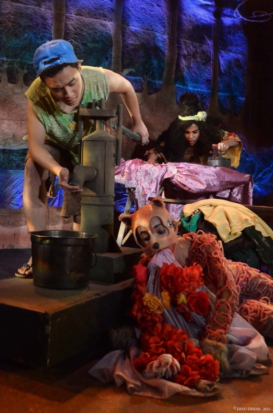 Production Photos: UP Playwrights Theater's UMAARAW, UMUULAN…, 11/21-12/9