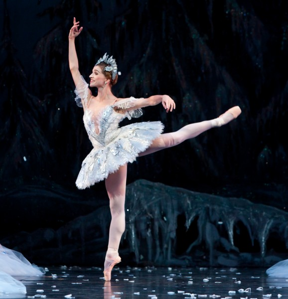 BWW Reviews: Houston Ballet's THE NUTCRACKER is Opulent, Charming & Magical