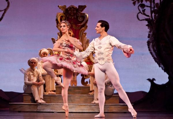 Ballet: The Nutcracker Choreographer: Ben Stevenson Dancers: Simon Ball, Melissa Hough