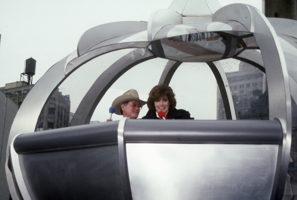Linda Gray and Larry Hagman in the Macy's Thanksgiving Day Parade in 1983 in New York Photo