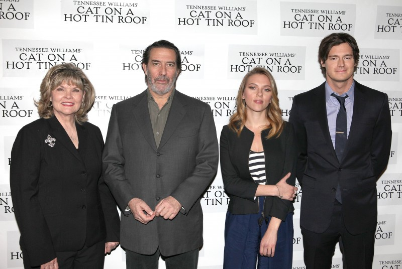FREEZE FRAME: Benjamin Walker, Scarlett Johansson and Cast of CAT ON A HOT TIN ROOF Meet the Press!