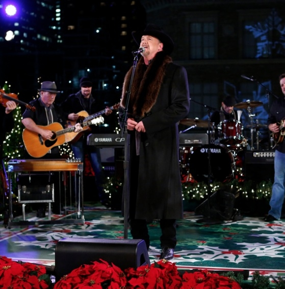 Photo Flash: Trace Adkins Rehearses for NBC's CHRISTMAS IN ROCKEFELLER CENTER