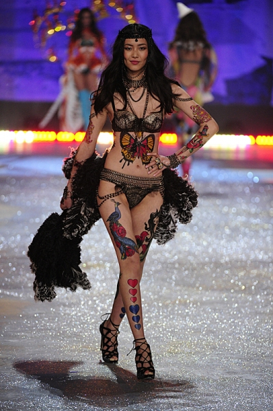Photo Flash: First Look - VICTORIA'S SECRET FASHION SHOW, Airing 12/4 on CBS