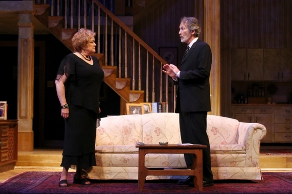 Photo Flash: First Look at Lauren Kennedy, Lisa Brescia, and More in AUGUST: OSAGE COUNTY