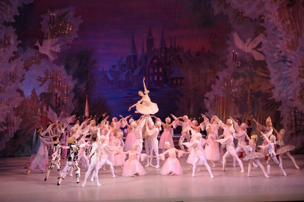 Photo Flash: Tchaikovsky's THE NUTCRACKER Ballet in Movie Theaters 12/3!
