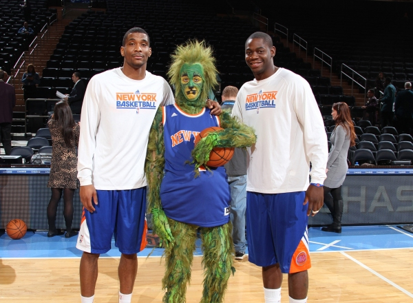Photo Flash: The Grinch Visits New York Knicks Game at Madison Square Garden