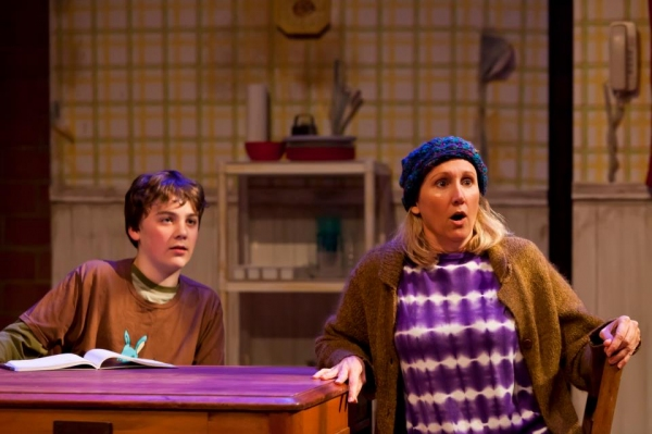BWW Reviews: Mildred's Umbrella's KIMBERLY AKIMBO - Funny, Tragic Tale of American Family Dysfunction