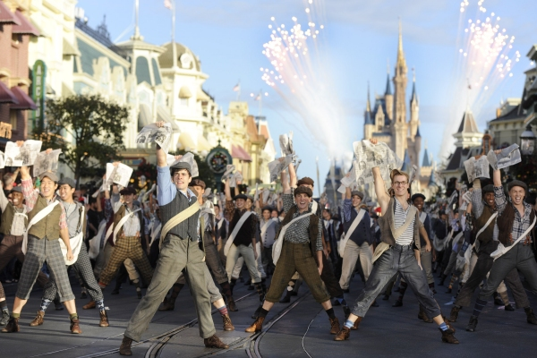 Photo Flash: NEWSIES Cast Performs in Disney Parks Christmas Parade