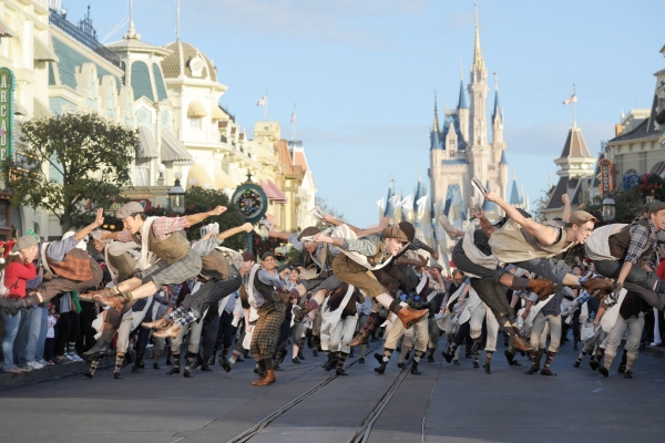 Photo Flash: NEWSIES Performs for the 2012 Disney Parks Christmas Day Parade!