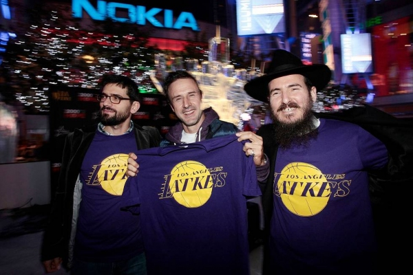 Photo Flash: David Arquette Celebrates Chanukah with AEG's Season of Giving