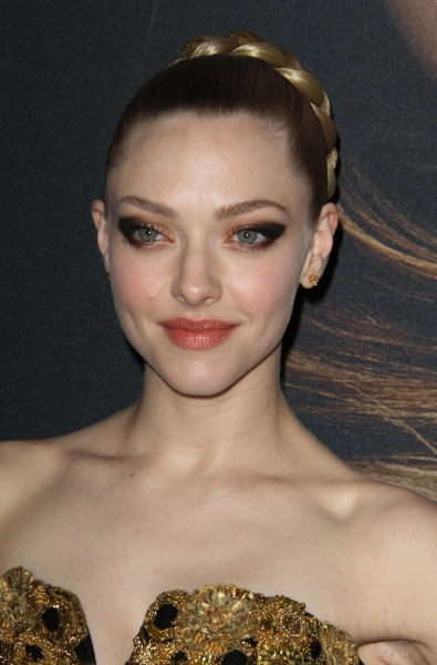 Amanda Seyfried at On the Red Carpet at the LES MIS NYC Premiere- Anne Hathaway, Hugh Jackman & More!