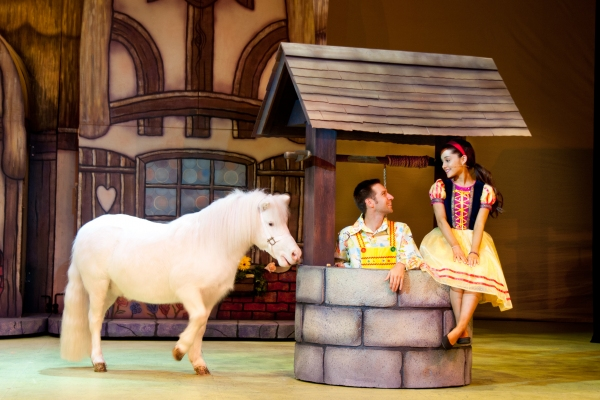 Photo Flash: First Look at Ariana Grande, Curt Hansen and More in A SNOW WHITE CHRISTMAS
