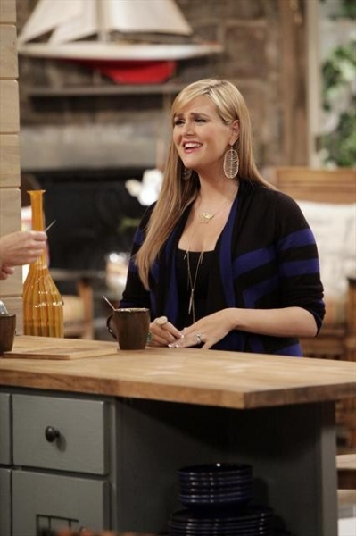 Photo Flash: First Look - MALIBU COUNTRY's Winter Return, Airs 1/4
