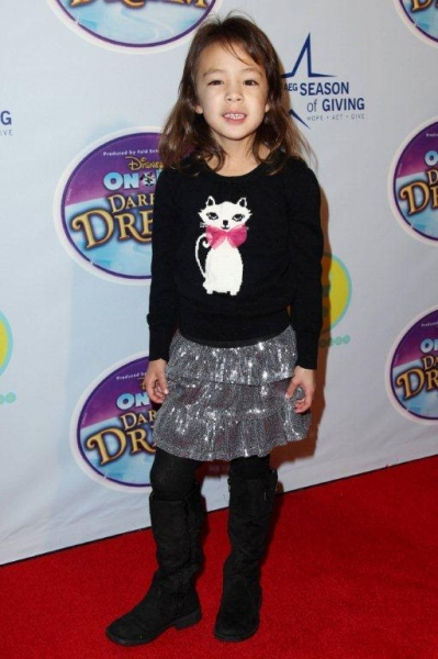 Photo Flash: MODERN FAMILY's Aubrey Anderson-Emmons & More at AEG Season of Giving's DISNEY ON ICE: DARE TO DREAM