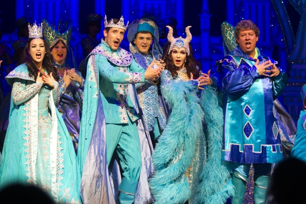 Photo Flash: Priscilla Presley- Led SNOW WHITE Panto Opens at New Wimbledon Theatre