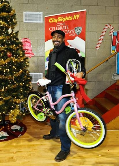Photo Flash: Jesse L. Martin, Robert Cuccioli and More Give Back for the Holiday Season