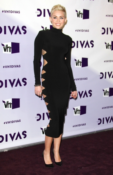 Miley Cyrus at On the Red Carpet at Last Night's VH1 DIVAS