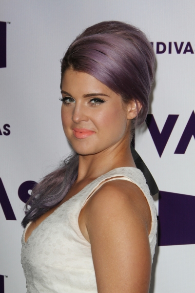 Kelly Osbourne at On the Red Carpet at Last Night's VH1 DIVAS
