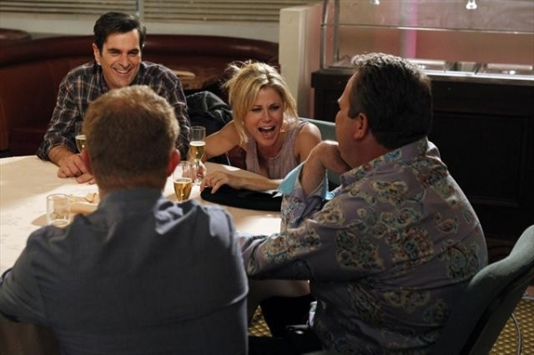 Photo Flash: MODERN FAMILY's 'New Year's Eve' Episode, Airs 1/9