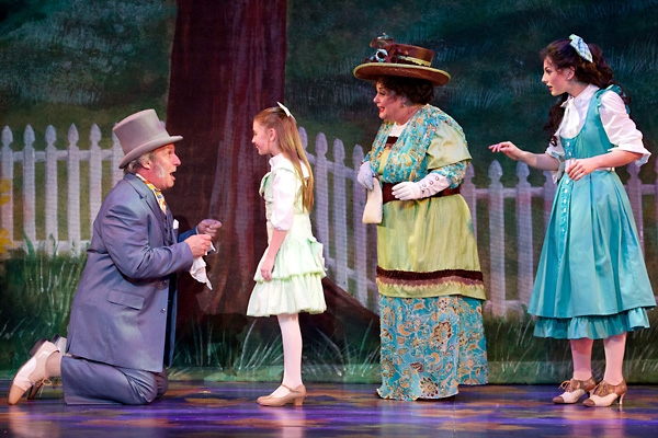Bill Van Horn, Gaby Bradbury, Alene Robertson and Sarah Meahl at First Look at Jeffrey Coon, Jennifer Hope Wills and More in Walnut Street's THE MUSIC MAN