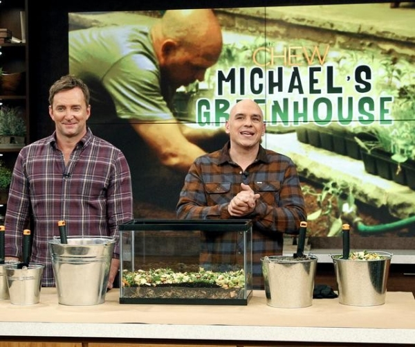 CLINTON KELLY, MICHAEL SYMON at First Look - THE BACHELOR's Sean Lowe on THE CHEW, 1/11