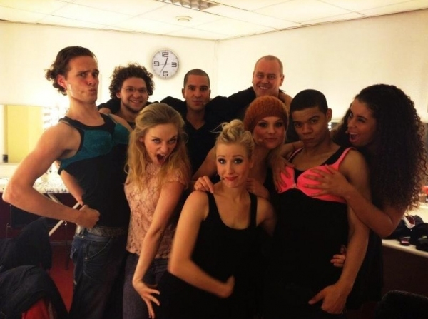 Photo Flash: Saturday Intermission Pics, Jan 12, Part 2 - Triumphant Cast of GOLDEN BOY, WICKED in Hawaii and More!
