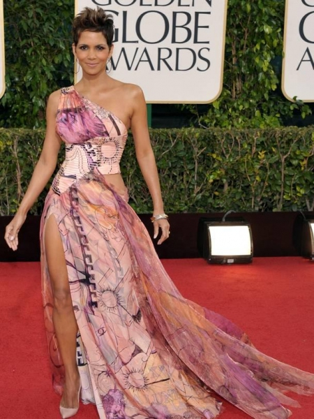 Halle Berry at More Stars at the Golden Globe Red Carpet