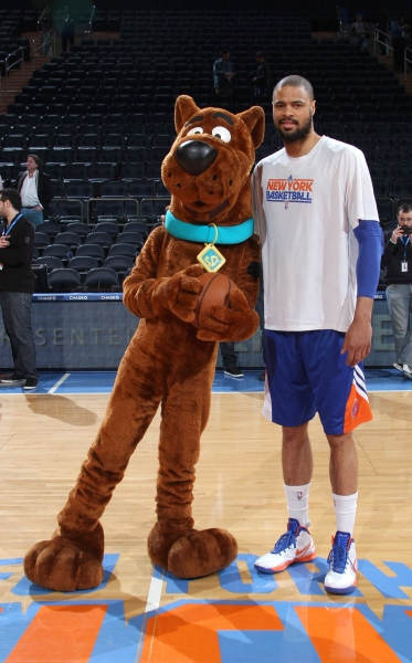 Photo Flash: SCOOBY DOO Visits New York Knicks