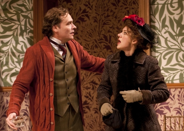 Robert Sean Leonard as Henry Higgins and Charlotte Parry as Eliza Doolittle
