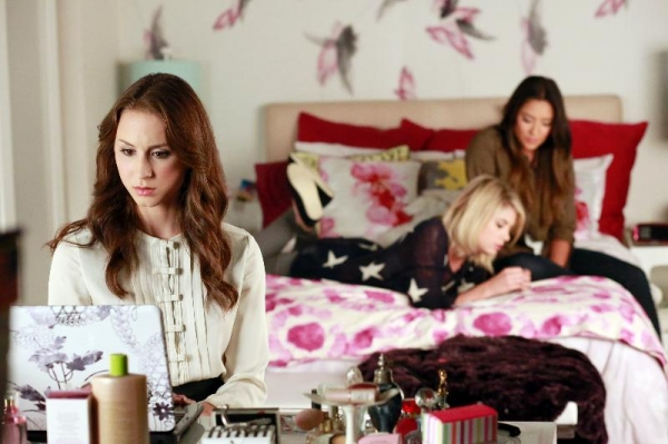 Photo Flash: First Look - New Episodes of PRETTY LITTLE LIARS, THE LYING GAME