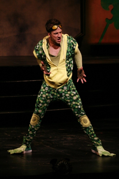 Photo Flash: First Look at Virginia Stage Company's FROG KISS