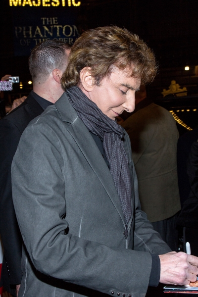 Photo Coverage: Barry Manilow Greets Fans at MANILOW ON BROADWAY Opening Night