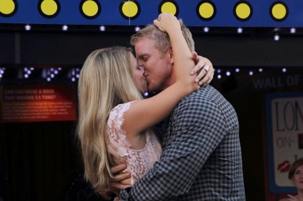 Photo Flash: First Look - World's Longest On-Screen Kiss on Tonight's THE BACHELOR
