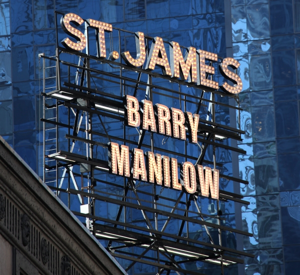 Photo Coverage: Barry Manilow Meets the Press!