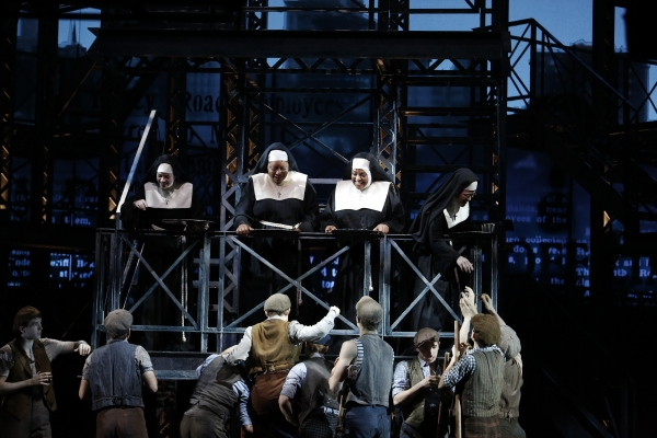 Photo Flash: THE VIEW's Sherri Shepherd Makes Appearance in NEWSIES