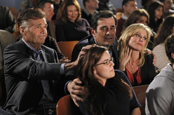 FRED WILLARD, ARIEL WINTER, TY BURRELL, JULIE BOWEN