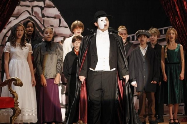 Photo Flash: MODERN FAMILY Does PHANTOM!