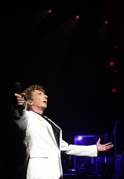 Photo Coverage: MANILOW ON BROADWAY's Opening Night Curtain Call and Encore!