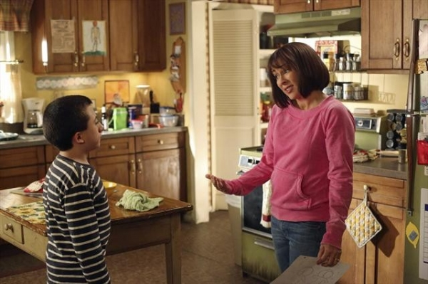 Photo Flash: THE MIDDLE's 'Valentine's Day IV'