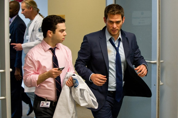 "DO NO HARM -- ""Pilot"" -- Pictured: (l-r) Samm Levine as Josh Stern, Steven Pasquale as Dr. Jason Cole/Ian Price -- (Photo by: David Giesbrecht/NBC)"