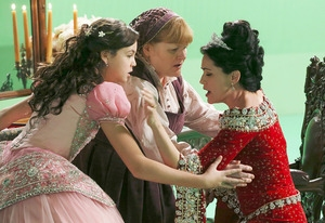 Photo Flash: First Look - 'Downton's Lesley Nicol Guests on ONCE UPON A TIME